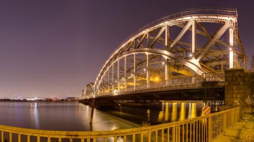 Freihafen-Elbbrücke Hamburg in der Nacht